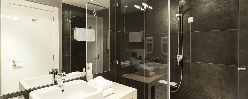 salle de bain refaire best conseils u astuces comment moderniser sa salle de bain with salle de. Black Bedroom Furniture Sets. Home Design Ideas